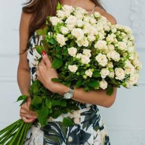 Букет 25 кремовых кустовых розы R556