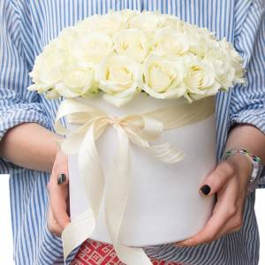 Коробка 25 белых крупных роз R504